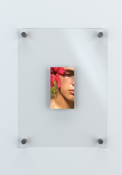 Unreleased Selfies, 2019. Digital print  12,3 x 7 cm. With frame: 36 x 27 cm. - © Ben Elliot