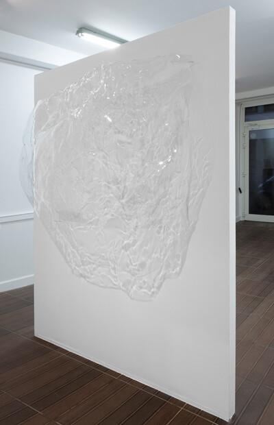 Resin4, 2016. Thermoformed polycarbonate, 90 x 125 x 35 cm. - © Ben Elliot