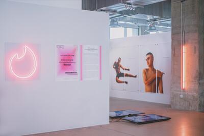Tinder #freetoexplore #swipelife, 2019. Exhibition view, Magasins Généraux, Paris, France. - © Ben Elliot